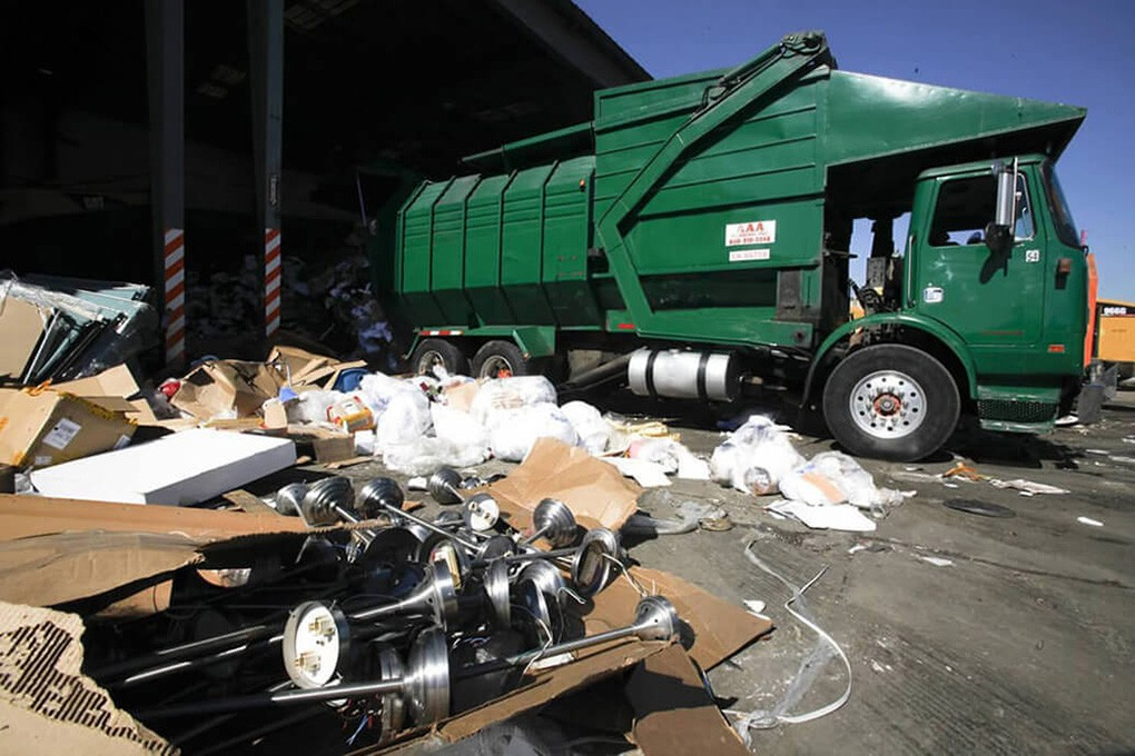 Trash Hauling-Scottsdale Dumpster Rental & Junk Removal Services-We Offer Residential and Commercial Dumpster Removal Services, Portable Toilet Services, Dumpster Rentals, Bulk Trash, Demolition Removal, Junk Hauling, Rubbish Removal, Waste Containers, Debris Removal, 20 & 30 Yard Container Rentals, and much more!